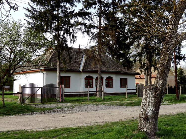 A gemenci főerdész háza Szomfován
