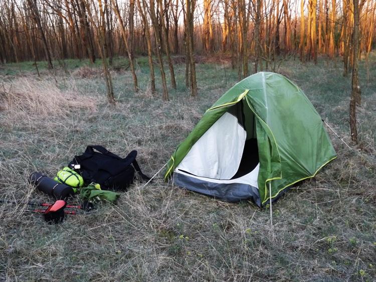 Kora reggeli készülődés. A holmim már kinn van, csak le kell bontanom a sátrat.