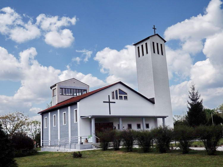Érsekhalma modern római katolikus temploma