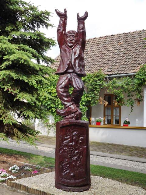 Pityókás férfi szobra Császártöltésen