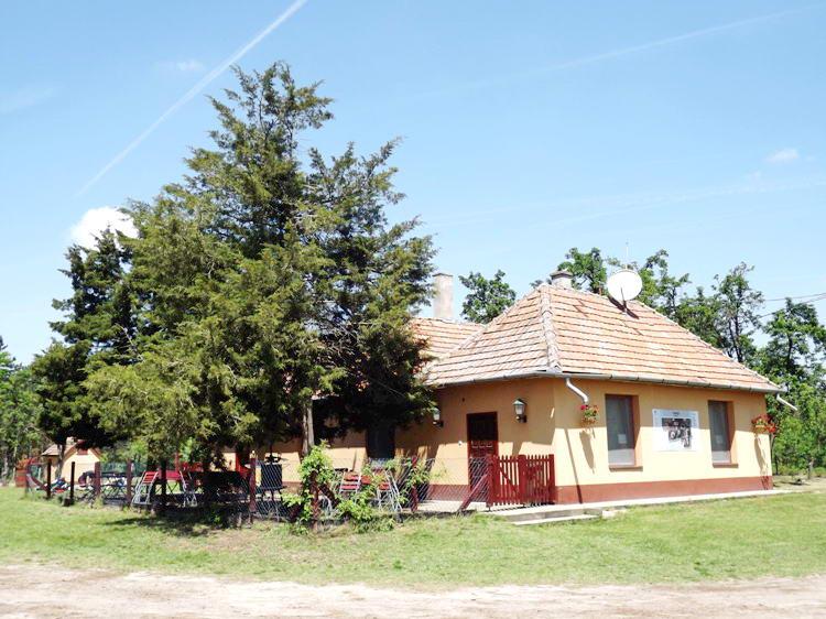 A Pici-paci-tanya épülete
