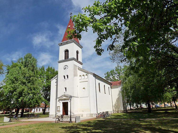 A sándorfalvai Szűz Mária Szent Neve templom
