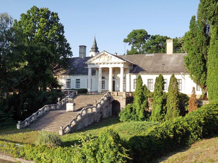 A szarvasi Bolza kastély