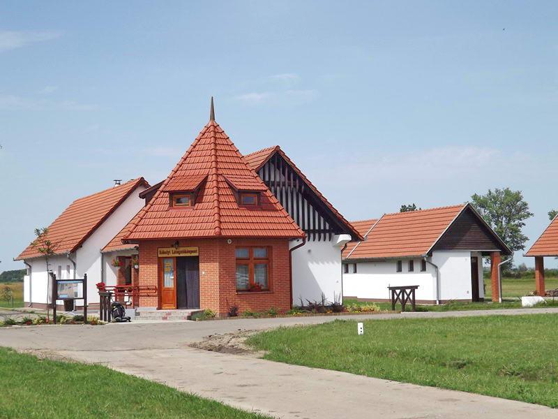 A Réhelyi Bemutató Központ látogatófogadó épülete