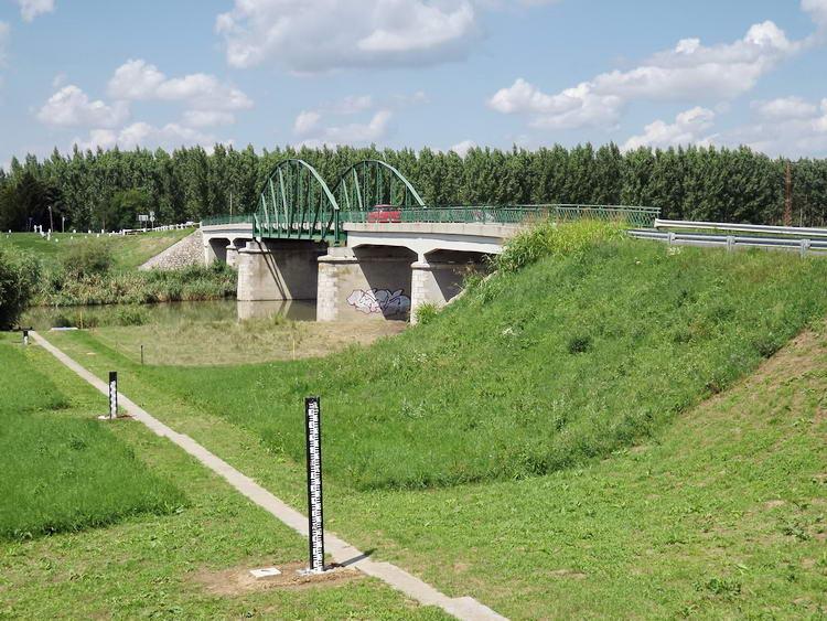 A Szeghalomra vezető út hídja a Sebes-Körösön