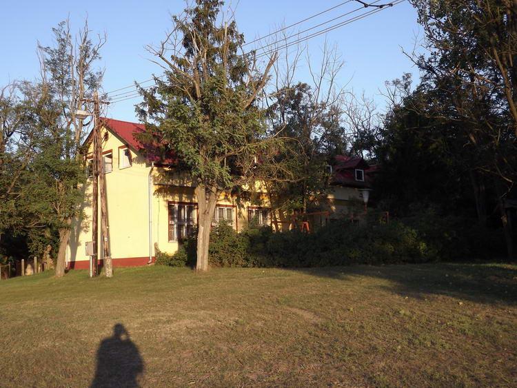 Takarosan rendben tartott ház a Pungurhegyi volt iskola épülete