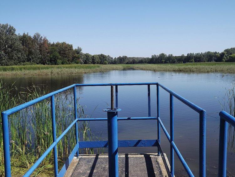 A Fancsika-II. víztároló partján