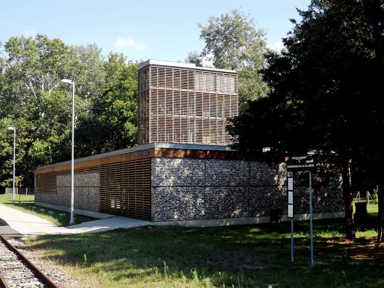 A Zsuzsi vasút végállomásának modern épülete