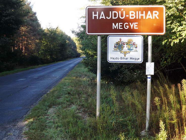 Elértem Hajdú-Bihar megye északi határát. Innen már Szabolcs-Szatmár megyében járok.