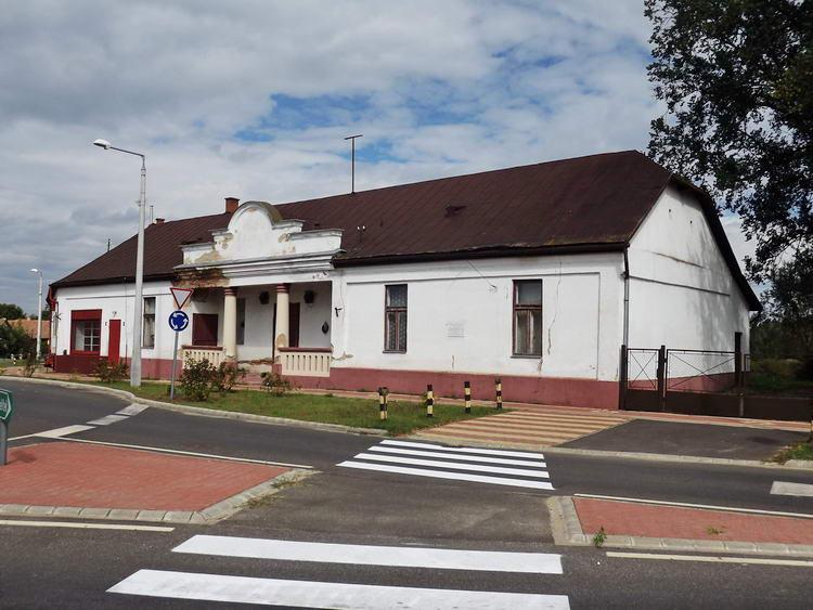Nyírlugos - Kúria a körforgalom mellett