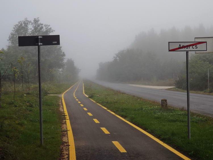 Kerékpárúton Anarcs határában