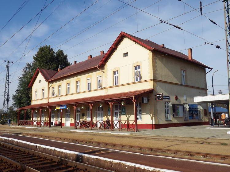 Kisvárda - Vasútállomás a hirtelen jött napsütésben