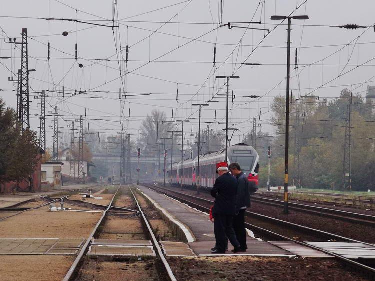 Továbbindul a Stadler FLIRT a kisvárdai vasútállomásról