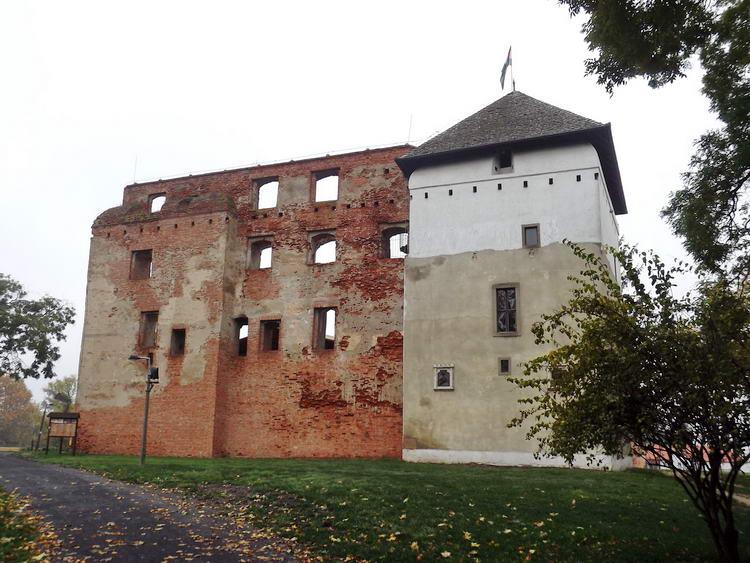 Kisvárda - A vár romjai mellett vitt el az utam