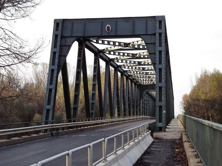 Híd a Tiszán. Ezen keltem át a Bodrogközbe.