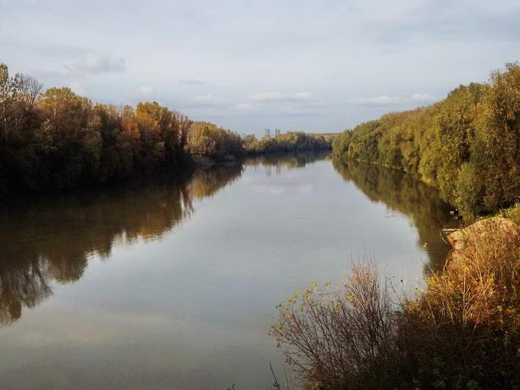 A Tisza a hídról fényképezve