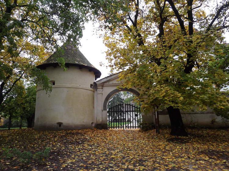 Zárva találtam a pácini kastély kapuját