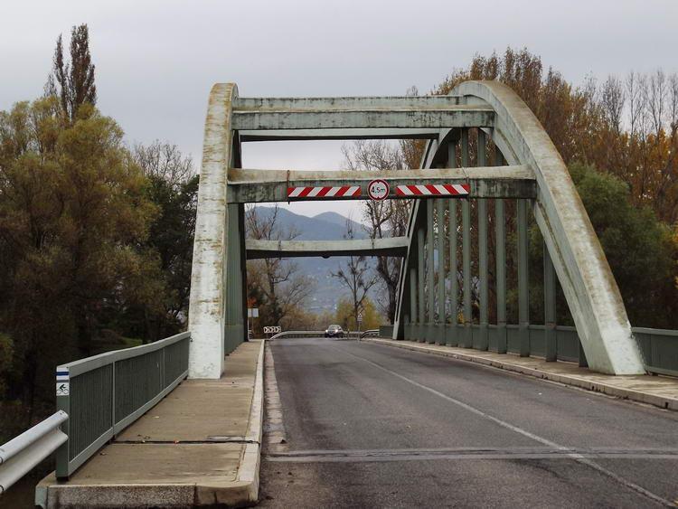 Alsóberecki után értem el a Bodrog hídját