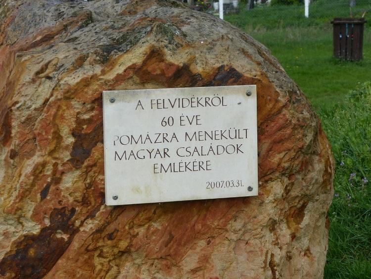 A betelepítettek emléktáblája