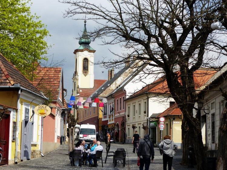 Szentendre óvárosának sétálóutcáján