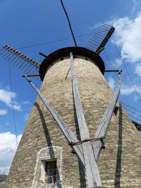 A Dusnoki szélmalom a Szentendrei Skanzenben