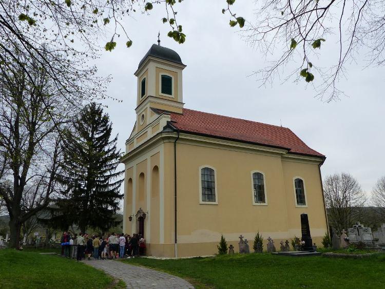 Pilisszentlászló kicsi római katolikus temploma is ellenőrzőpont