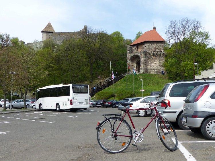 Igazoló fénykép a bicajról a Fellegvár parkolójában