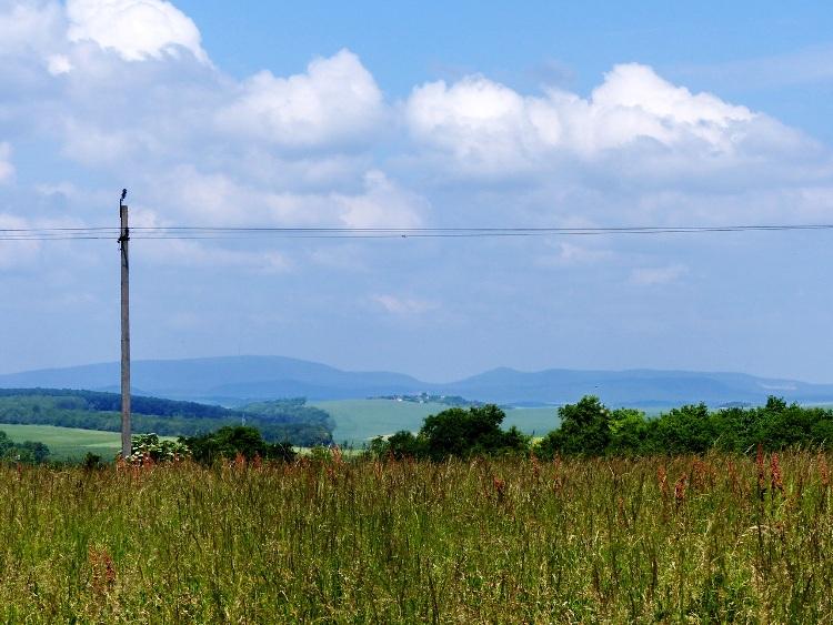 Egy Zsámbék előtti dombtetőről pillantottam vissza a magam mögött hagyott Gerecsére