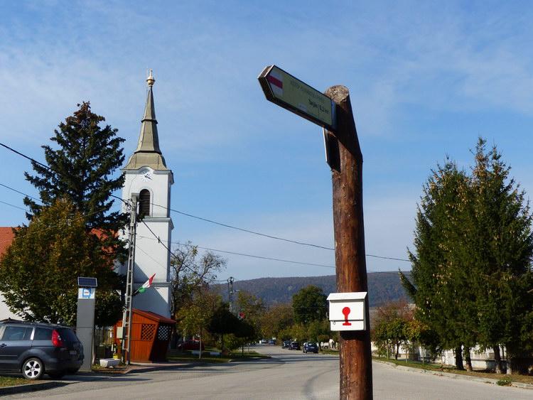 A Közép-dunántúli Piros Túra pecsételőhelye Héregen