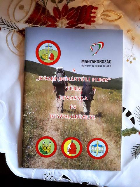 A Közép-dunántúli Piros Túra igazolófüzetének borítója