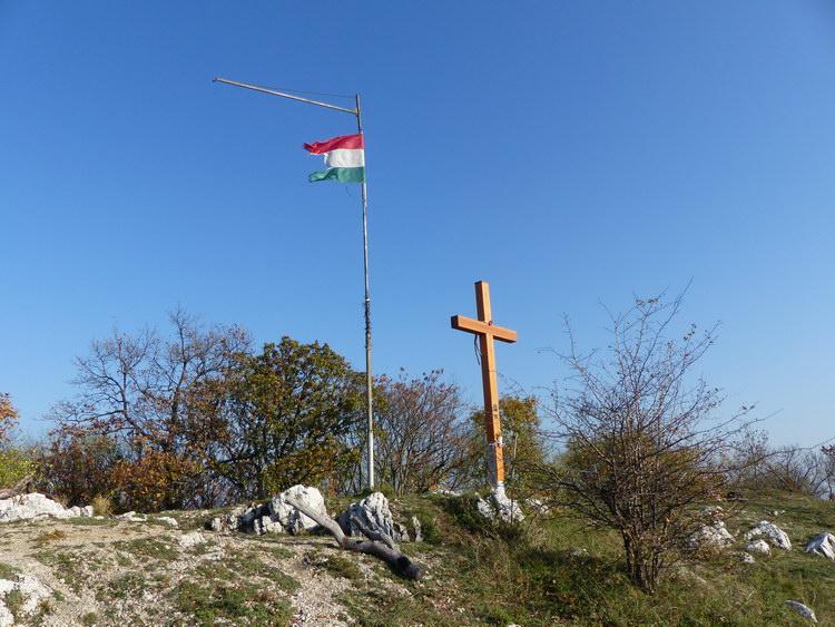 Fakereszt és zászló a Zuppa-tetőn
