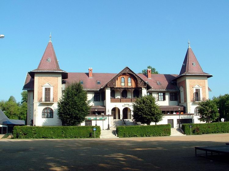 One of the oldest hotel at the lake is the Hotel Balaton