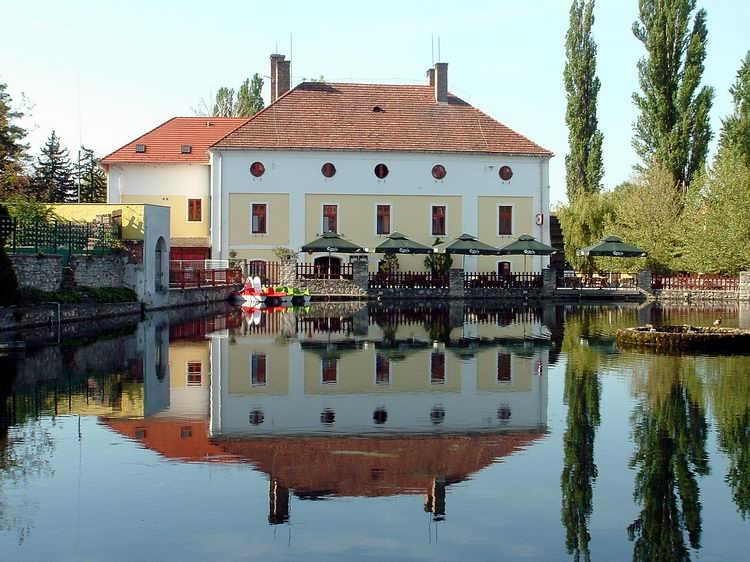 The Water Mill Restaurant stands at the coast of the Mill Lake