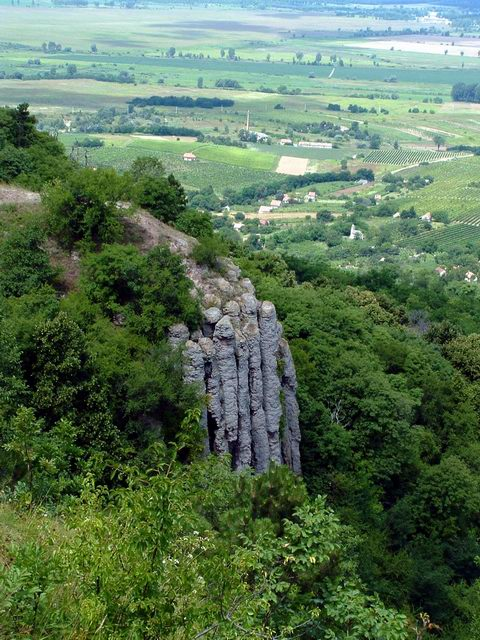 The Basalt Orgel taken from the plateau of the Szent György-hegy