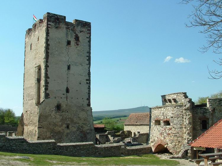 Castle of Vázsonykő with the Kab-hegy Mountain in the background