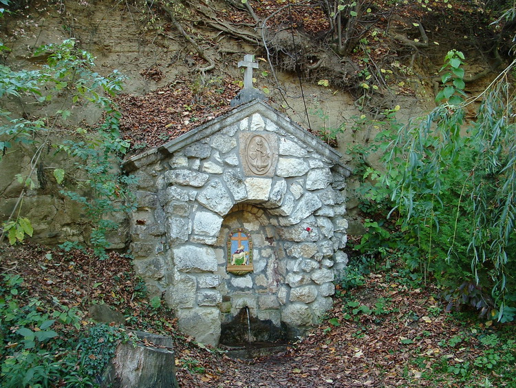 The Sankt Well at the border of Péliszentkereszt
