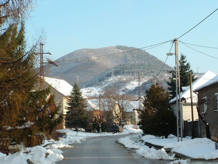The view of Nagy-Gete Mountain from Tokod village