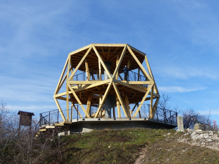 The new lookout point on the top of Hármashatárhegy