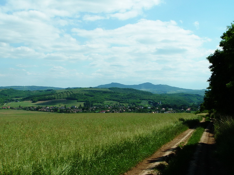 Cserhátsurány and the Szanda-hegy taken from the edge of the fields