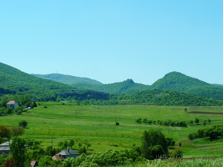 A retrospect from Mályinka to the Dédesvár Mountain and the plateau