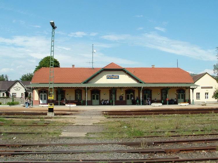 The finish of the hike is at the railway station of Putnok