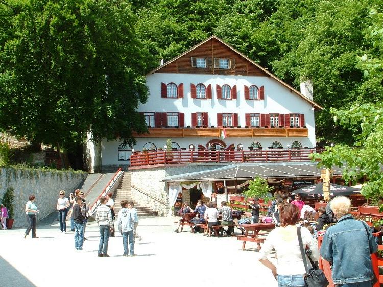 The building of Tengerszem Hotel