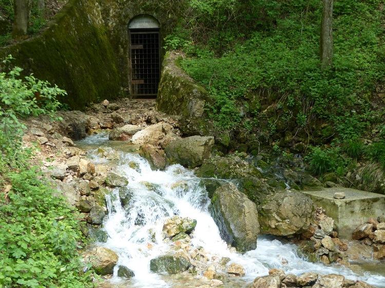 The Nagy-Tohonya-forrás Spring and the closed gate of Kossuth-barlang Cave