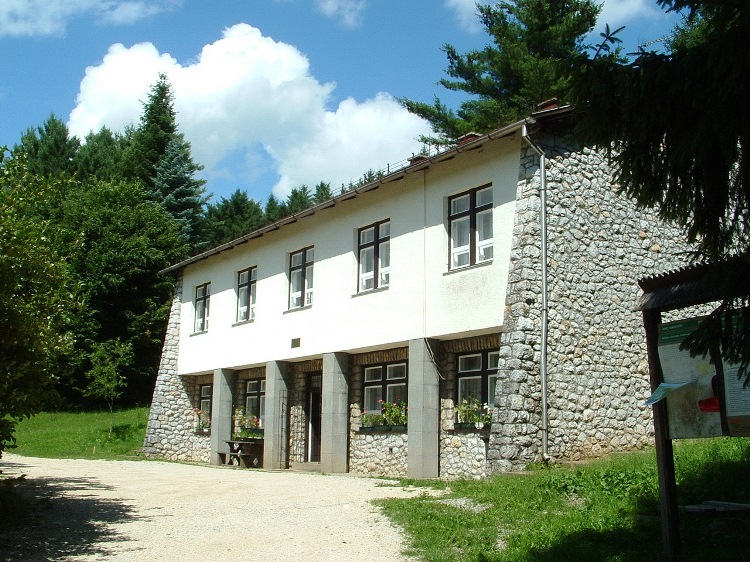 The tourist hostel of the forestry company at Szelcepuszta