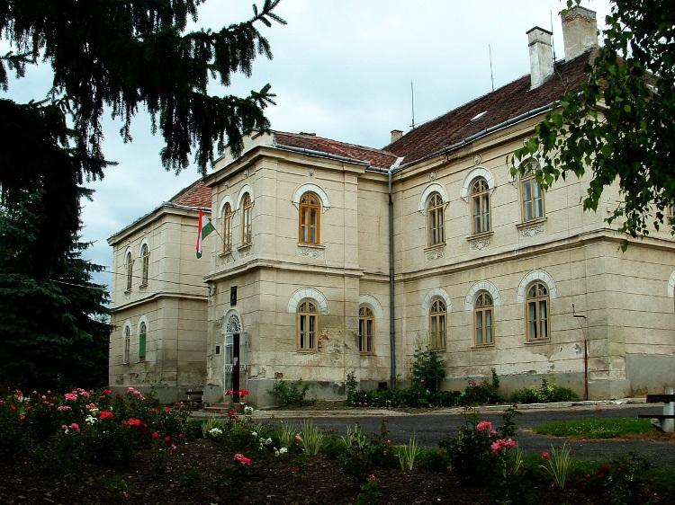 A felsővadászi Rákóczi kastély most általános iskola