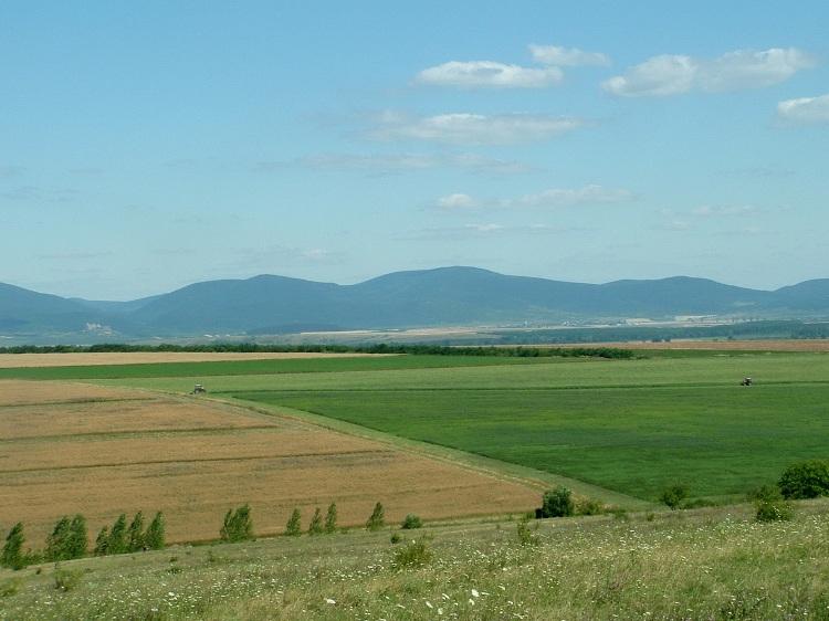 Kilátás a Hernád völgyén keresztül a zempléni hegyekre