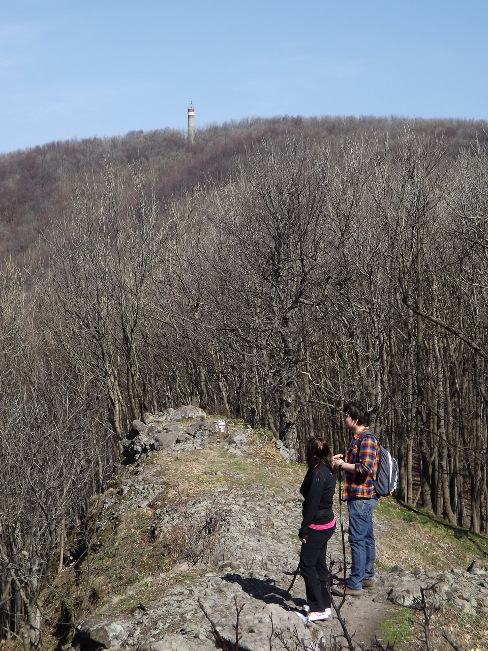 Day trippers on the ridge between the tourist house and Csóványos Mountain