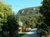 Klastrompuszta - Jól láthatóak a házak felett a Klastrom-szirtek