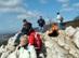 Klastrom-szirtek - Túrázók a Kémény-sziklán
