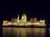 Budapest - A kivilágított Országház a budai rakpartról nézve
